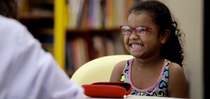 Bacelar cobra atendimento oftalmológico para crianças em idade escolar