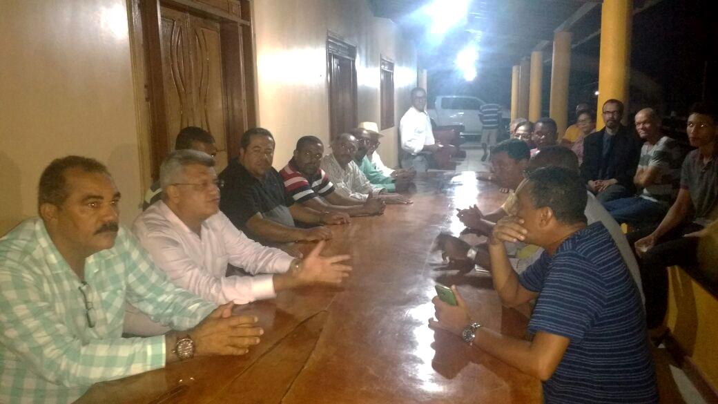Reunião em Aramari com o ex-prefeito, vereadores e lideranças