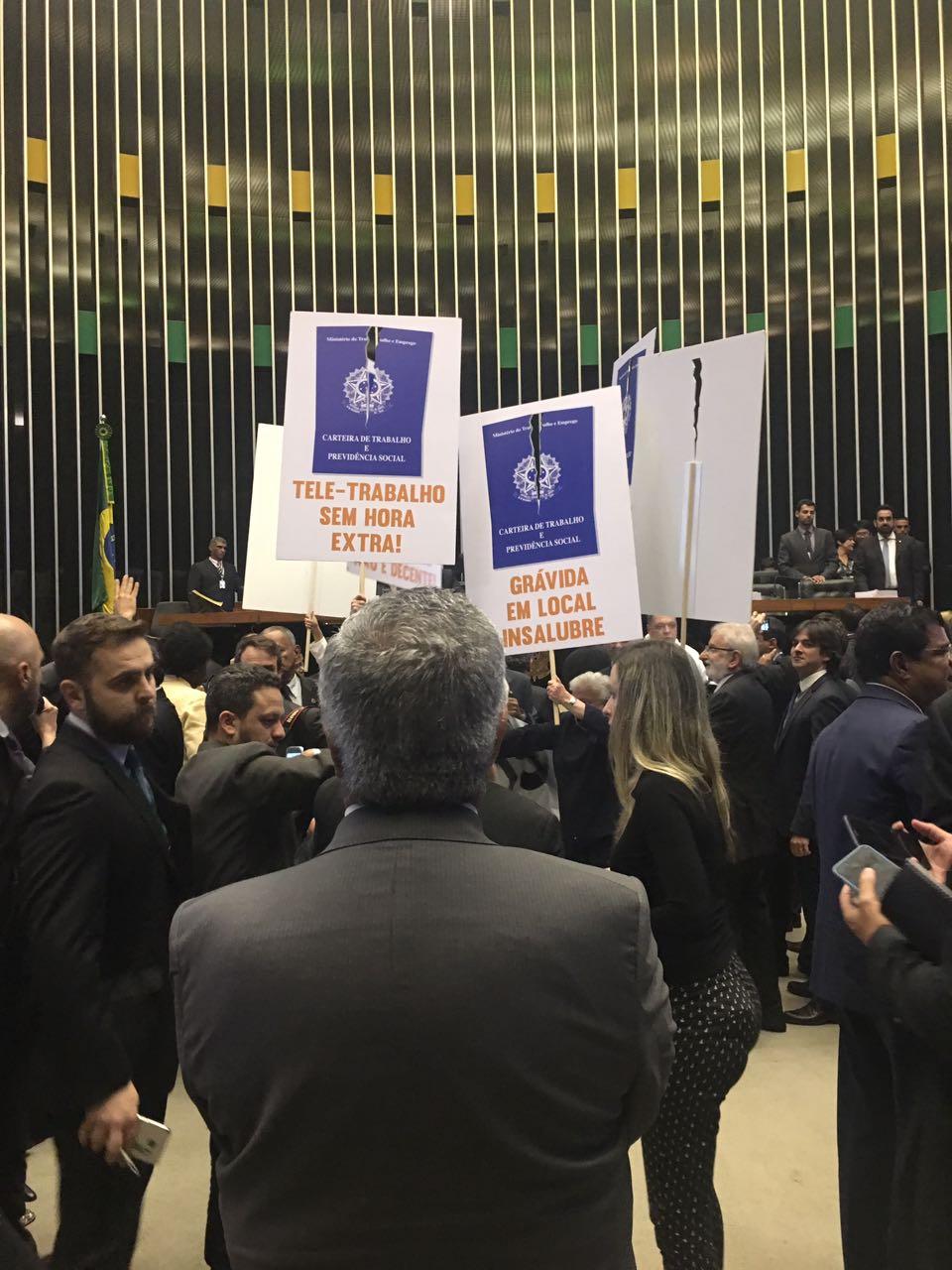 """""""Ato do semideus da covardia"""", diz Bacelar sobre reforma trabalhista de Temer"""