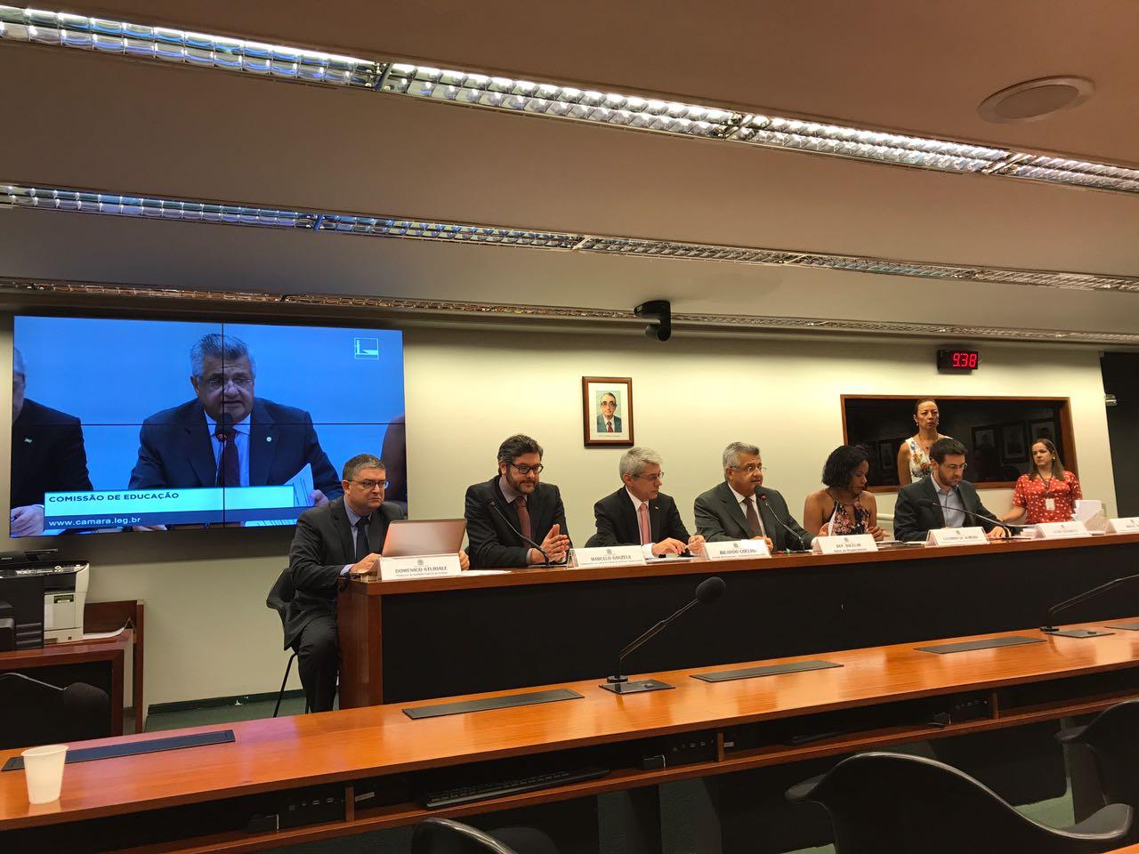 Bacelar promove debate sobre Base Nacional Comum Curricular
