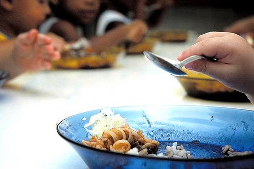 """""""Comer, comer é o melhor para poder crescer…"""" e aprender!"""