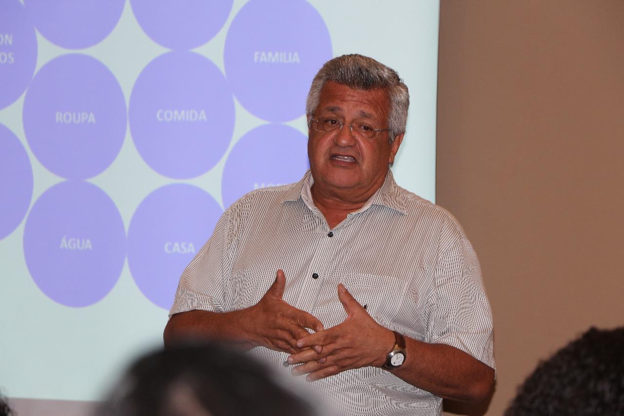 Bacelar critica tratamento da prefeitura aos professores em greve
