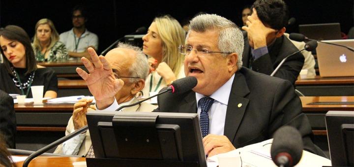 Bacelar culpa Bolsonaro pela crise no MEC