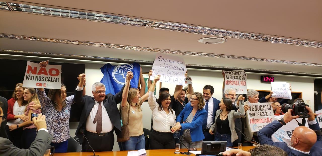 Bacelar comemora arquivamento do projeto Escola sem Partido e reafirma apoio aos professores