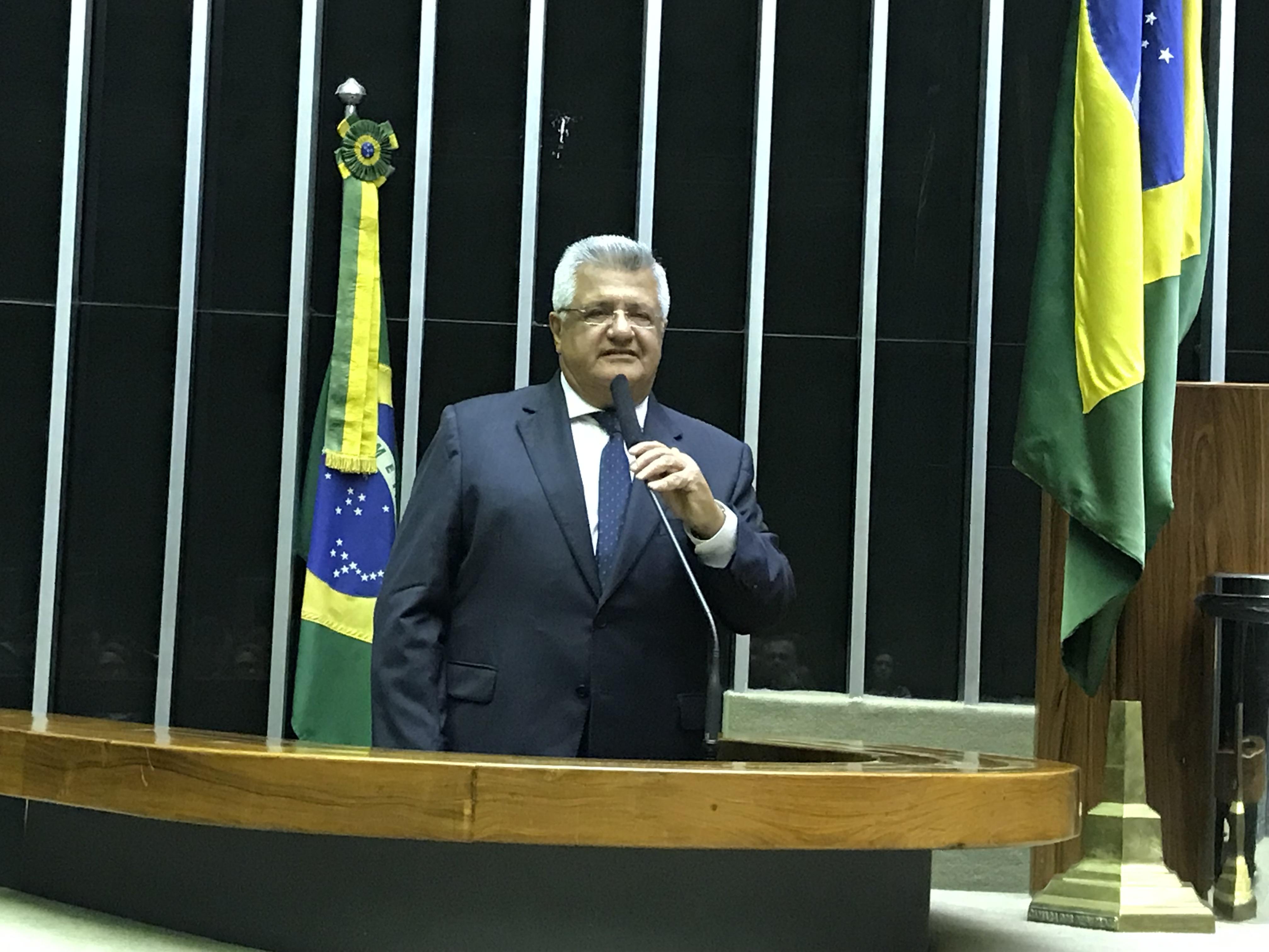Bacelar diz que Bolsonaro quer destruir aposentadoria dos professores