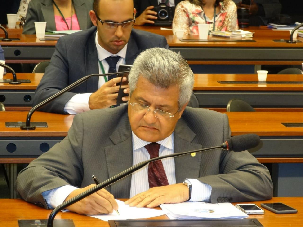 Bacelar tenta reverter decisão de Bolsonaro que prejudica a folha de pagamento de estados e municípios