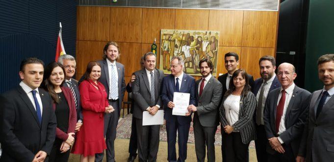 Bacelar vai ao relator da reforma da Previdência para defender a manutenção dos direitos dos professores