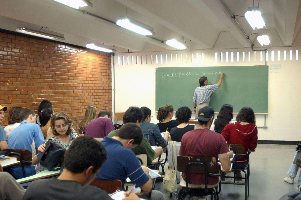 Bacelar quer piso salarial para professores das escolas particulares