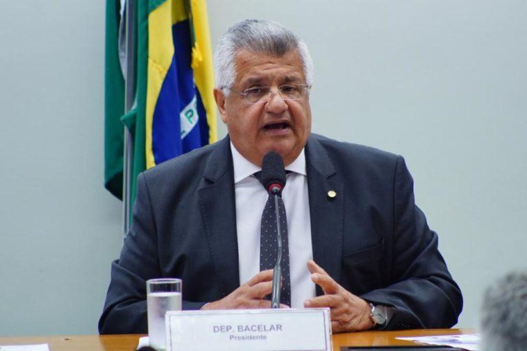 Casos de dengue aumentam na Bahia e Bacelar faz alarta