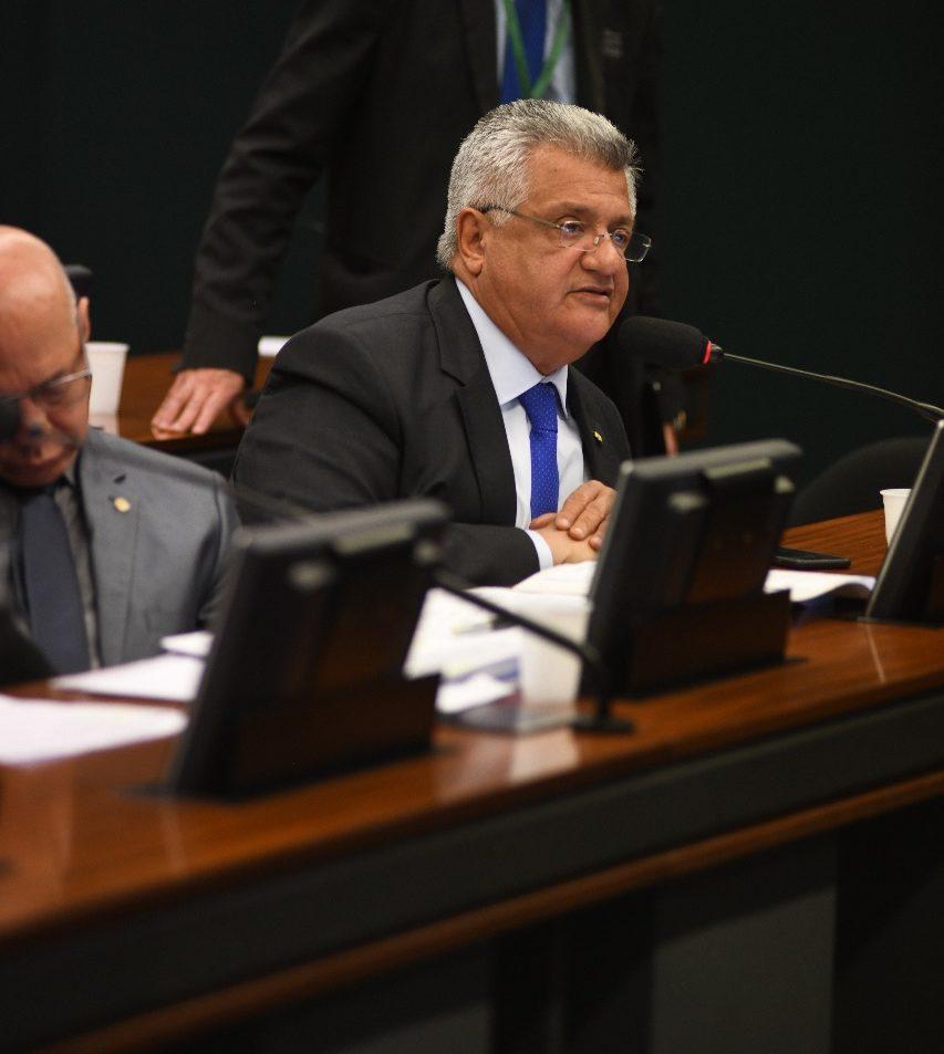 Bacelar critica prefeitura por demissões dos agentes de portaria