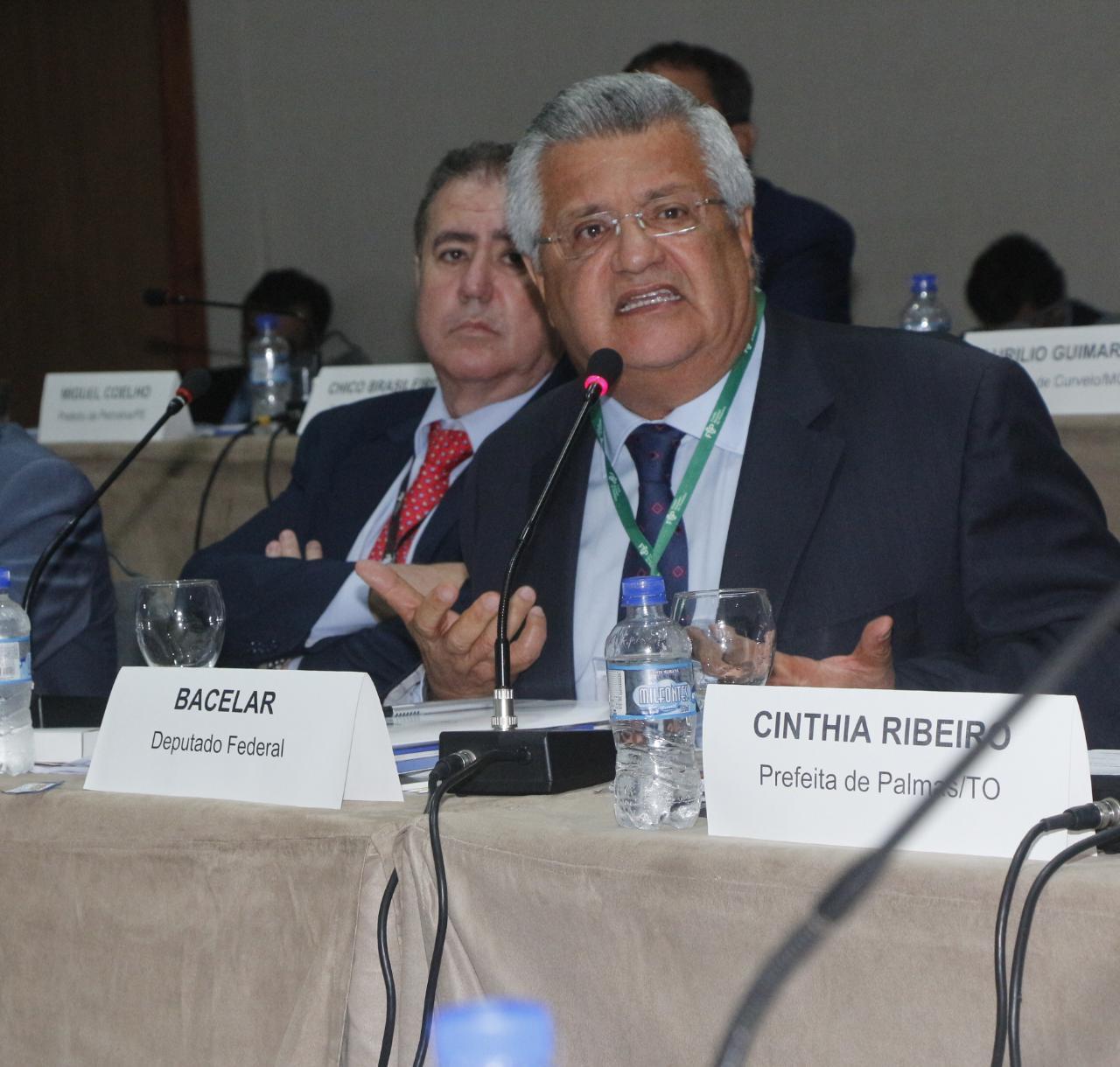 Prefeitos de todo Brasil defendem a permanência do Fundeb