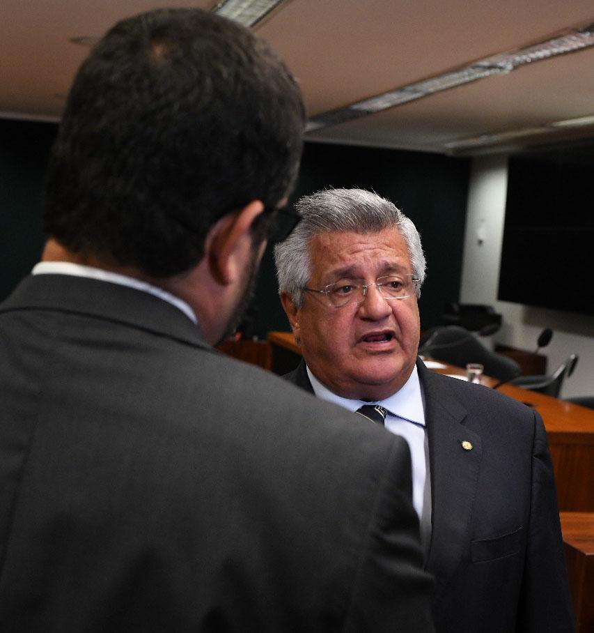 Bacelar diz que deputado que quebrou peça de exposição foi vândalo e merece ir ao conselho de ética