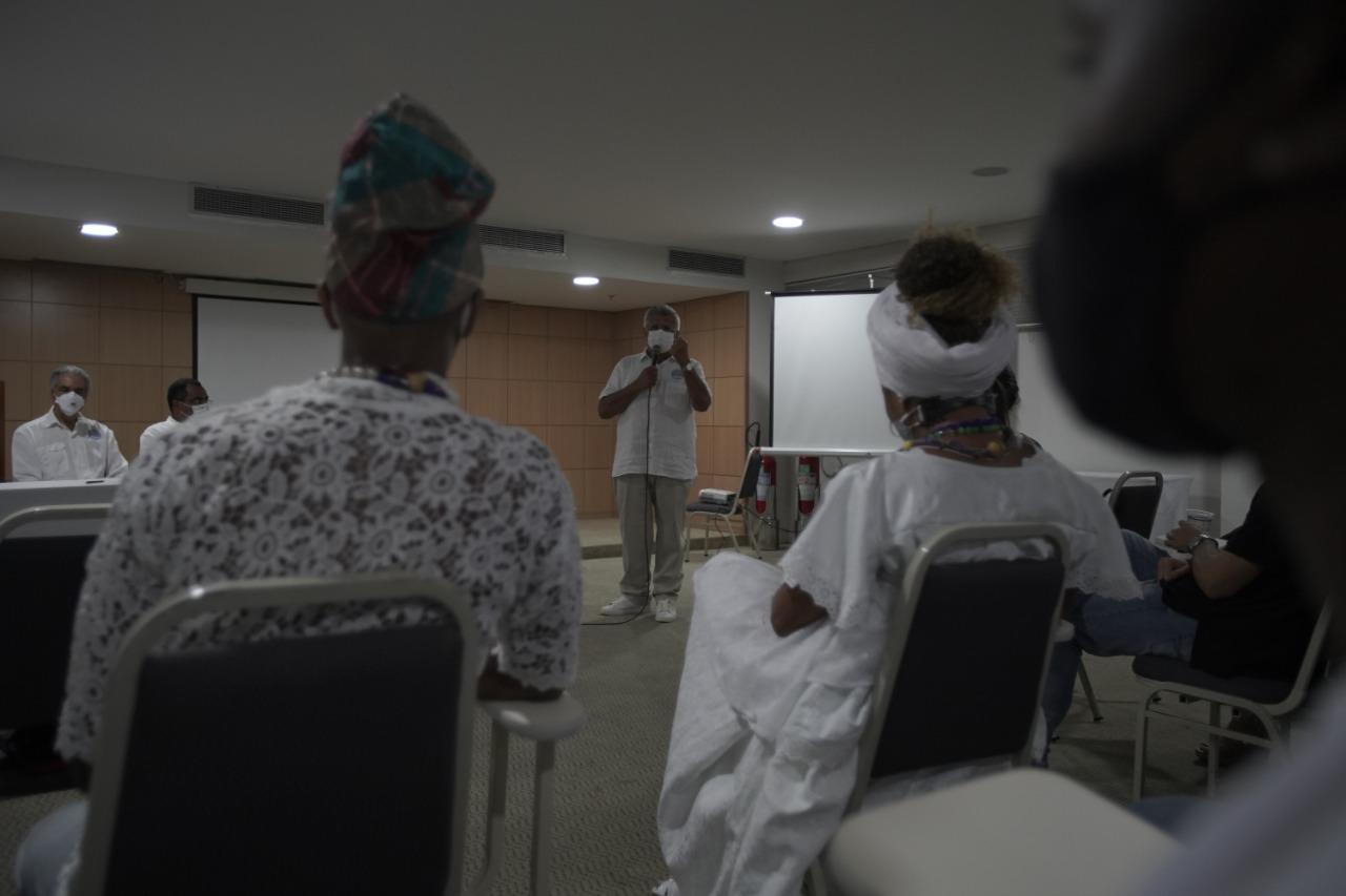 Ao lado de representantes religiosos, Bacelar assina termo de compromisso e combate à intolerância religiosa