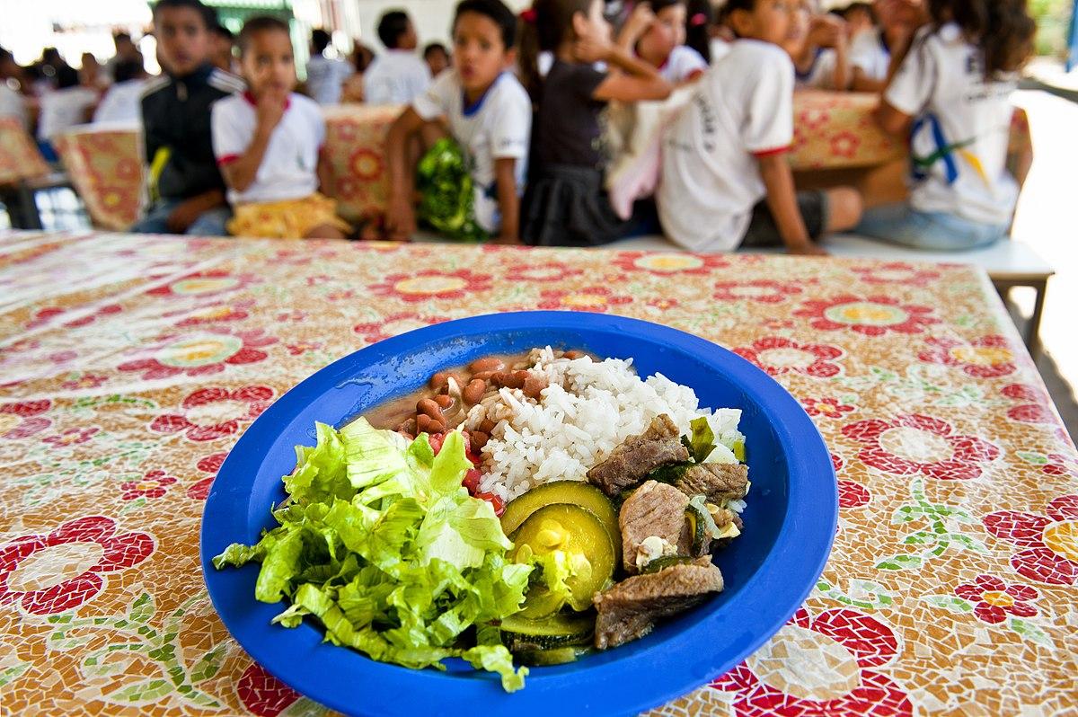 """""""Querem passar a boiada no Programa Nacional de Alimentação Escolar"""" diz deputado"""