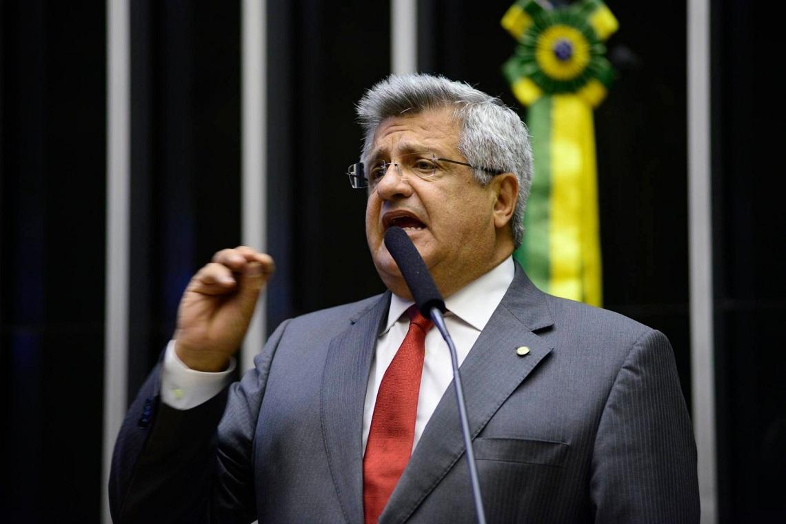 """Brasileiros pagam caro por erros do governo: """"Com a própria vida"""", diz Bacelar"""