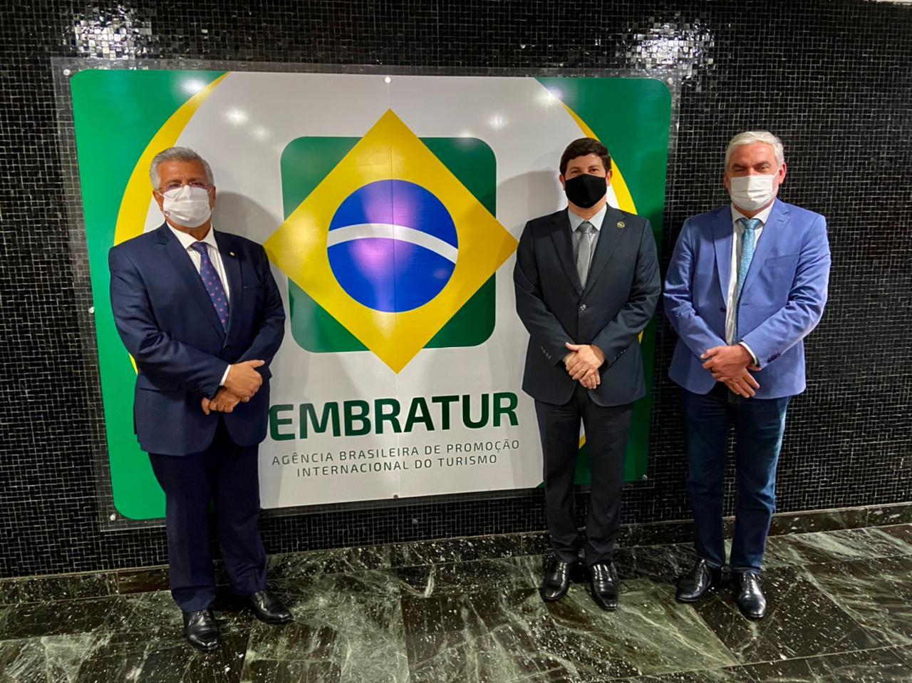 """Bacelar defende modernização da """"Marca Brasil"""" para posicionar a imagem do Brasil internacionalmente em reunião na Embratur"""
