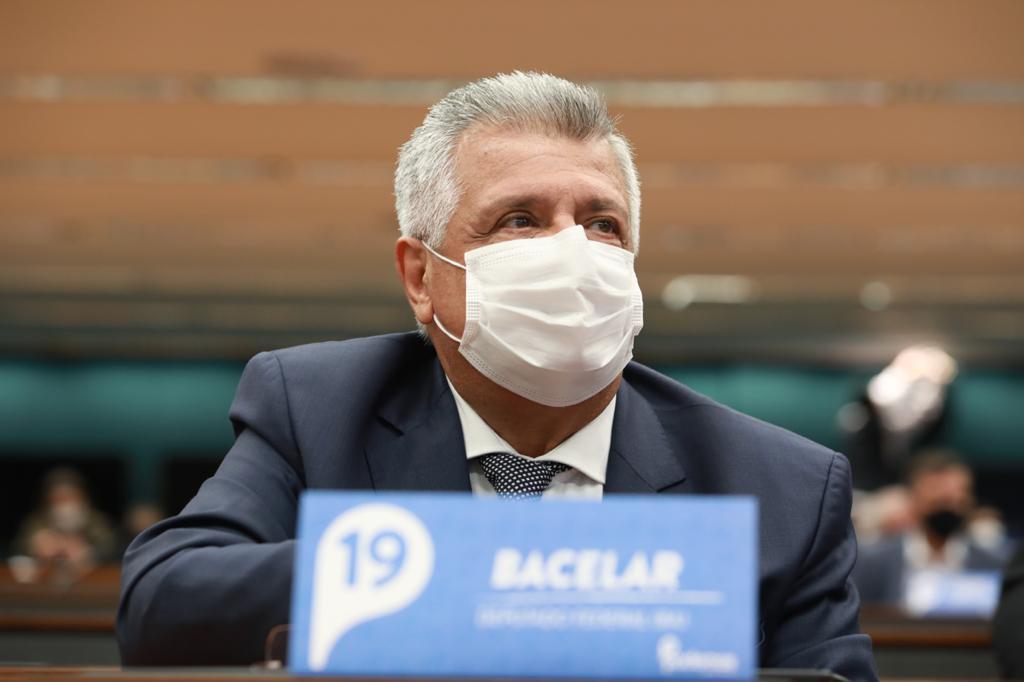 Bacelar pressiona MEC para que Ebserh assuma gestão de hospital de Paulo Afonso